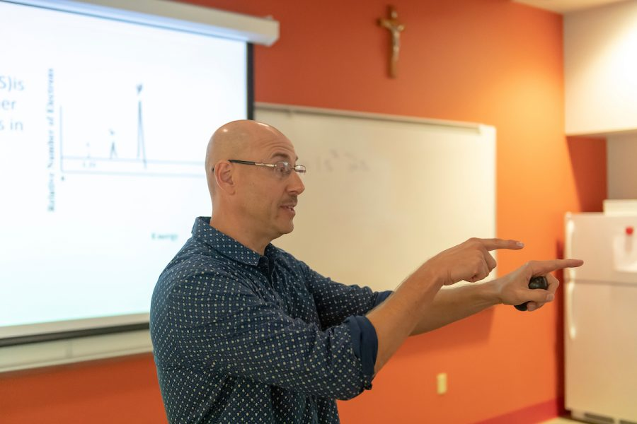 Chemistry Faculty Member Celebrates 25th Year of Teaching at SFU