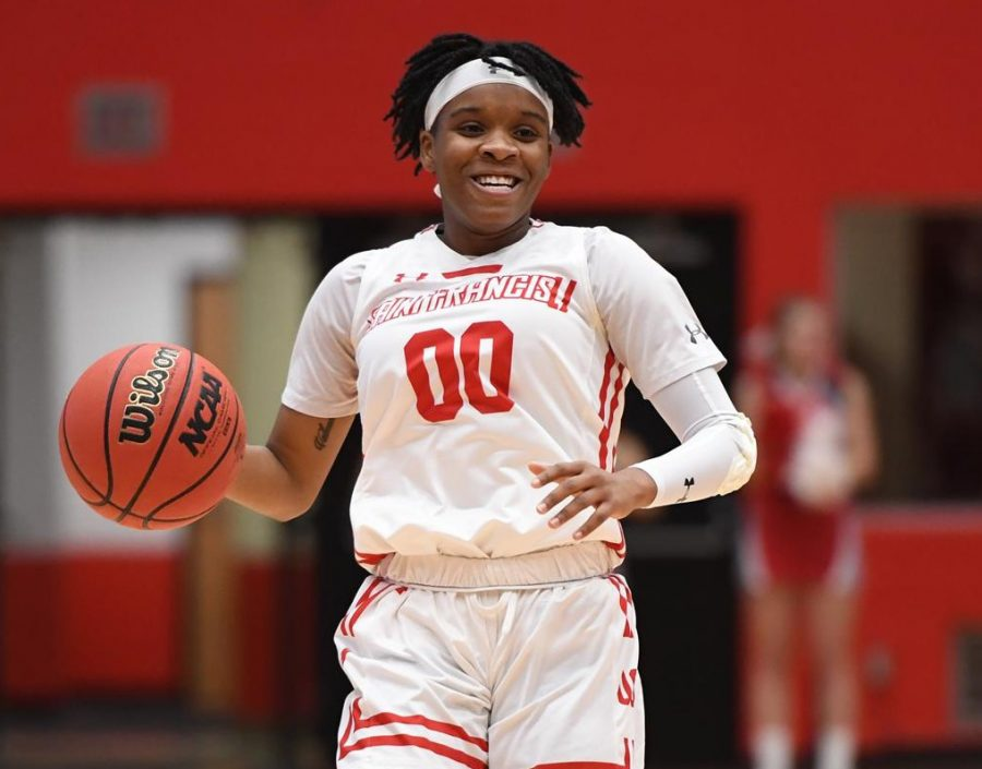Women's Basketball Loses Close One to Robert Morris