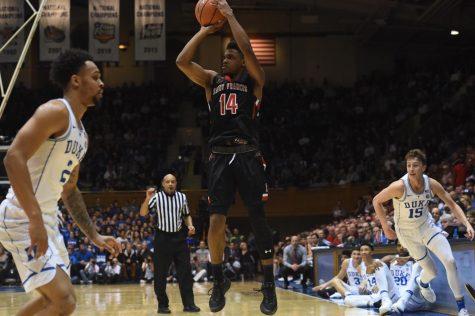 Men's Basketball preps for games against college hoops royalty